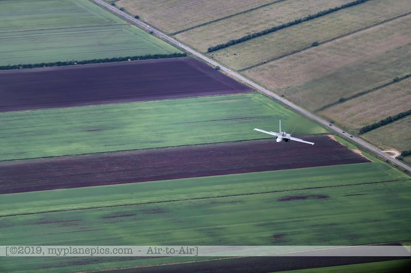 F20180609a112448_2112-F-18A Hornet-J-5020-Suisse-Demo-a2a-Aalborg,Danemark.JPG