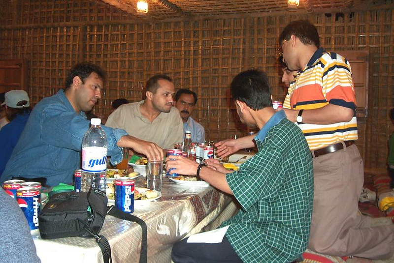 Mooen-Shakeel-Qamar-Kami-Raza_Dinner.jpg