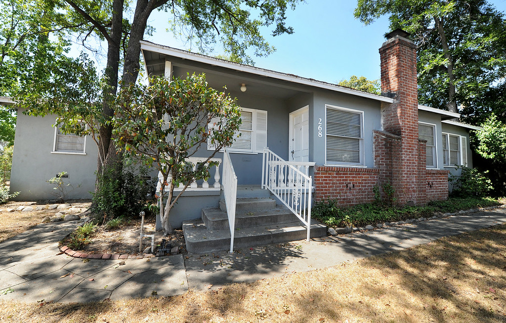 . A Caltrans house at 268 Waverly Drive is one of the 53 properties owned by Caltrans have gone back on the market after years of being state-owned rentals. The properties were once reserved to be demolished for the possible 710 freeway extension, but Caltrans now says they are outside the footprint of the five remaining options being studied by the agency to complete the freeway. Caltrans was also prompted to sell the homes by a state law passed last year.(Photo by Walt Mancini/Pasadena Star-News)