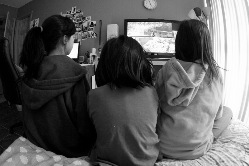 04/06/2012 - Nieces playing Survival Mode on MW3