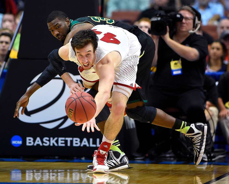 . Wisconsin forward Frank Kaminsky, front, and Baylor forward Cory Jefferson watch the ball during the second half of an NCAA men\'s college basketball tournament regional semifinal, Thursday, March 27, 2014, in Anaheim, Calif. (AP Photo/Mark J. Terrill)