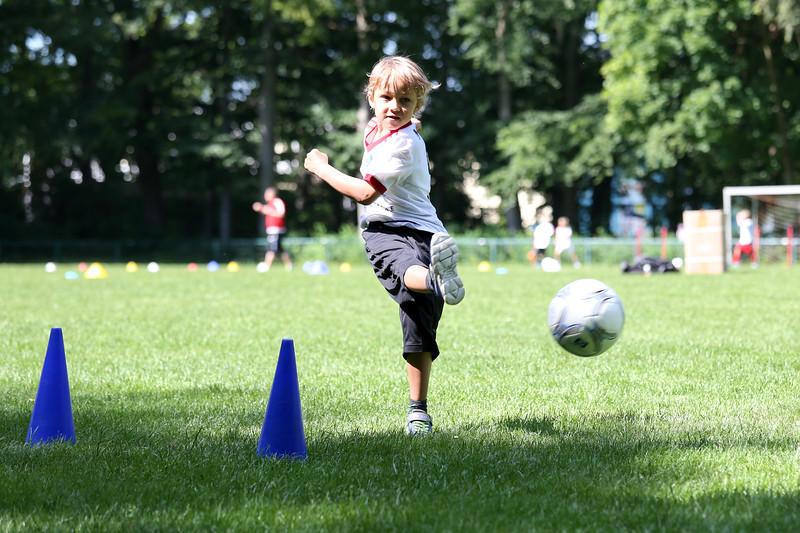 hsv_fussballschule-226_48048032547_o.jpg