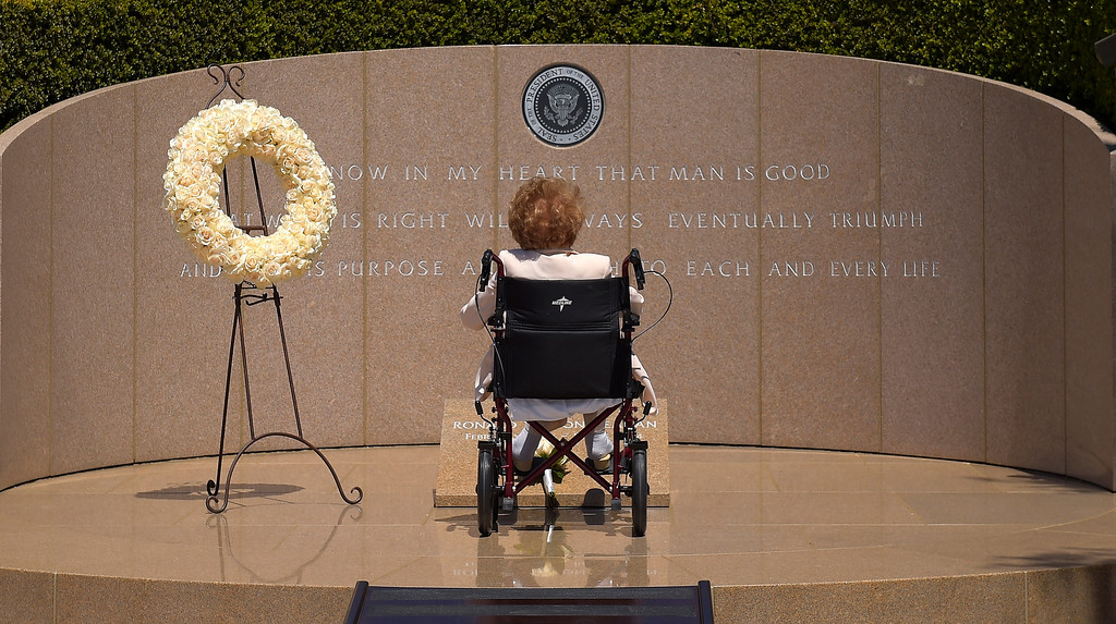 . Former first lady Nancy Reagan visits the grave site of her husband, President Ronald Reagan, at the Ronald Reagan Presidential Library, Thursday, June 5, 2014, in Simi Valley, Calif. (AP Photo/Mark J. Terrill, File)