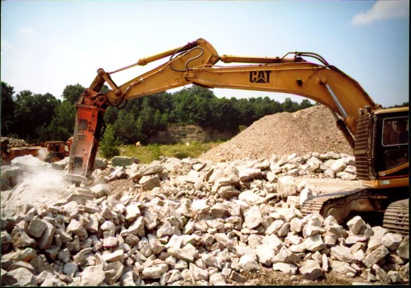 NPK E216 hydraulic hammer on Cat excavator at Zanesville Quarry 8-7-01 (1).JPG