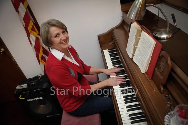 Beck Mtn Baptist Pianist Mitzi Hobbs 02-20-2013