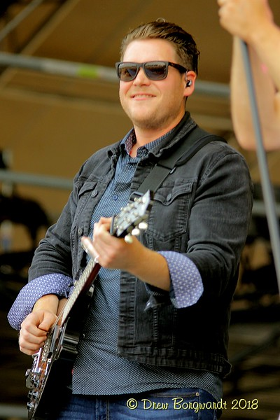 Dave Barber - Chad Brownlee - Country Thunder 2018 0131.jpg