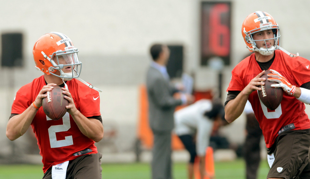 . Maribeth Joeright/MJoeright@News-Herald.com <p> Browns quarterbacks Johnny Manziel and Brian Hoyer look to pass during mini camp in Berea, June 10, 2014.