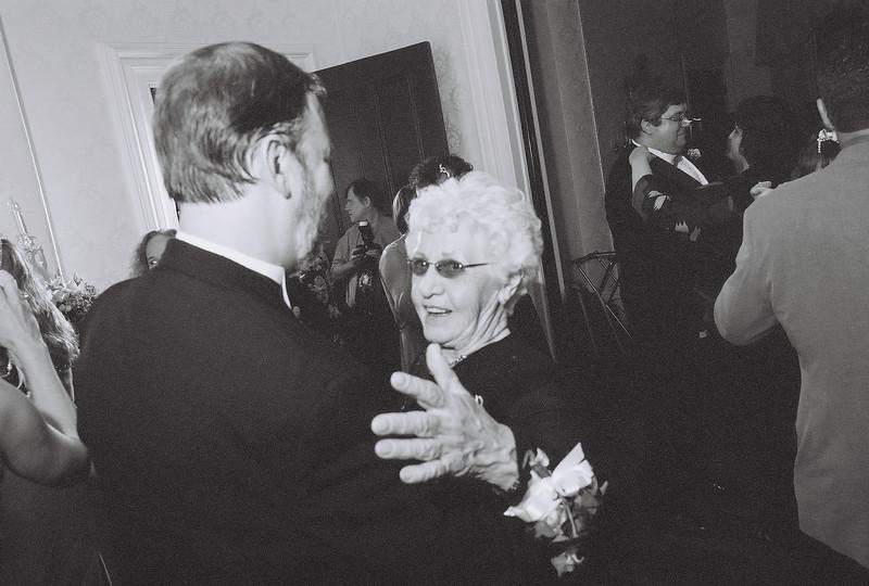 Bob dances with Kate's Mom, Margit