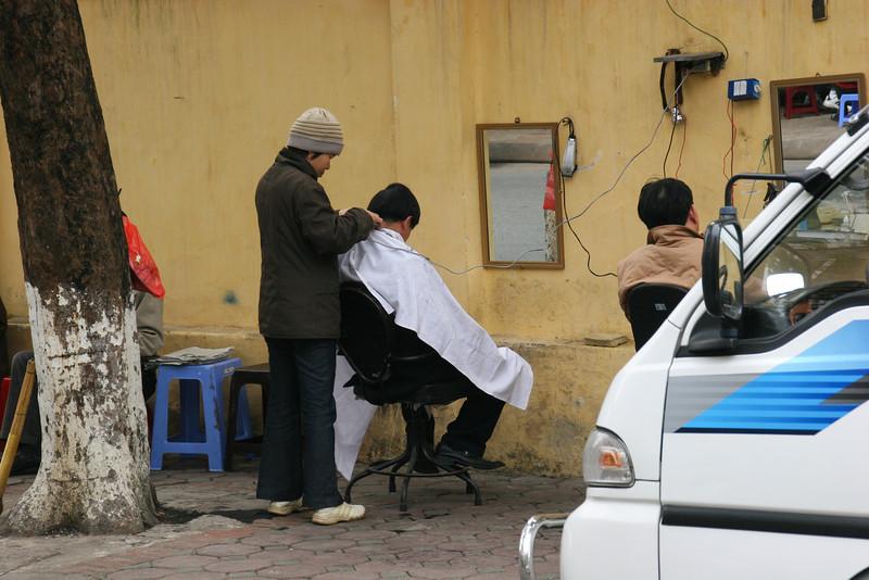 2006-wymanstocks-vietnam-hanoi-street-photography-haircut.jpg