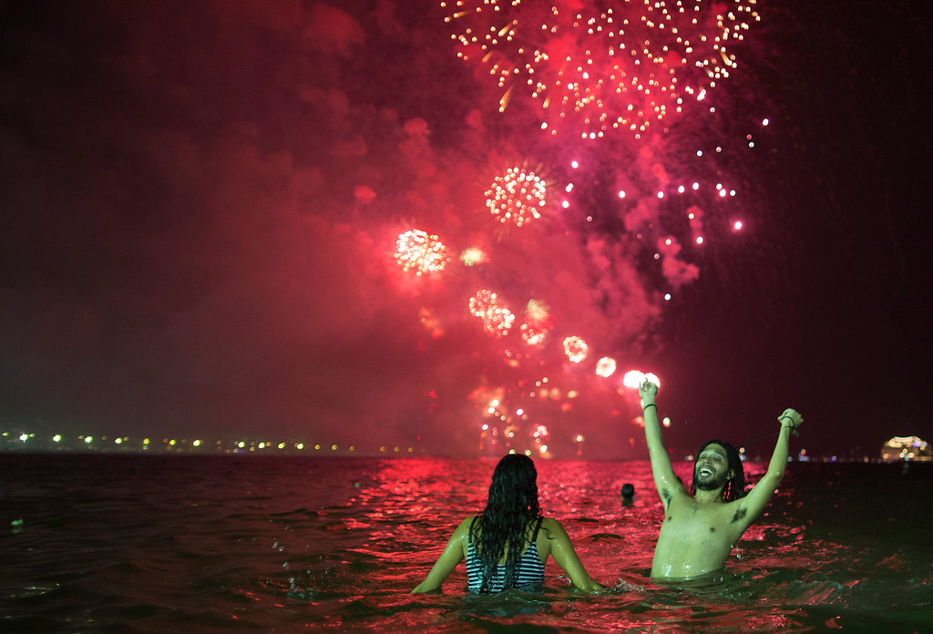 . People watch the fireworks exploding over Copacabana beach during the New Year\'s Eve celebrations in Rio de Janeiro, Brazil, Sunday, Jan. 1, 2017. (AP Photo/Leo Correa)