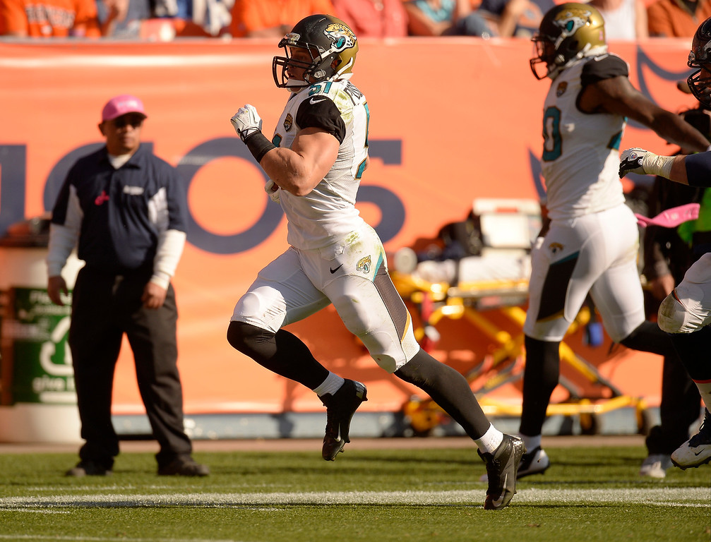 . Jacksonville Jaguars middle linebacker Paul Posluszny (51) intercepts a pass and runs it in for a touchdown at the end of the second quarter.  (Photo by John Leyba/The Denver Post)