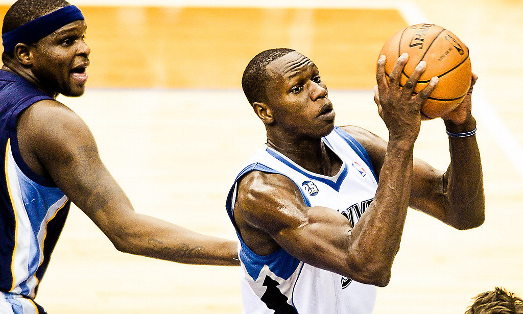 . Minnesota Timberwolves center Gorgui Dieng takes the ball for a layup in the first half. He had two blocks on the night. (Pioneer Press: Ben Garvin)