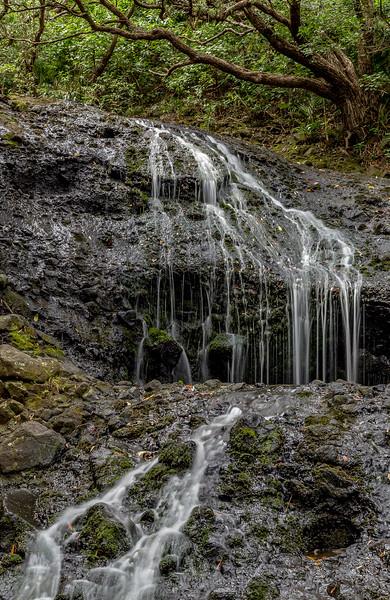 Kleinerer Karekare Wasserfall