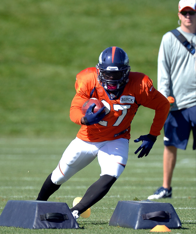 . Denver Broncos running back Knowshon Moreno (27) runs through drills during practice. (Photo by John Leyba/The Denver Post)