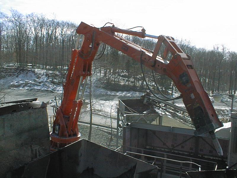 NPK B6500 pedestal boom system with E210A hydraulic hammer-secondary rock breaking (11).jpg