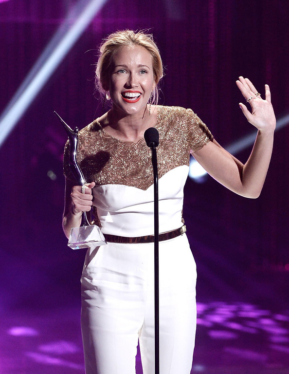 . Actress Anna Camp receives the One to Watch Award on stage at the CW Network\'s 2013 Young Hollywood Awards presented by Crest 3D White and SodaStream held at The Broad Stage on August 1, 2013 in Santa Monica, California.  (Photo by Kevin Winter/Getty Images for PMC)