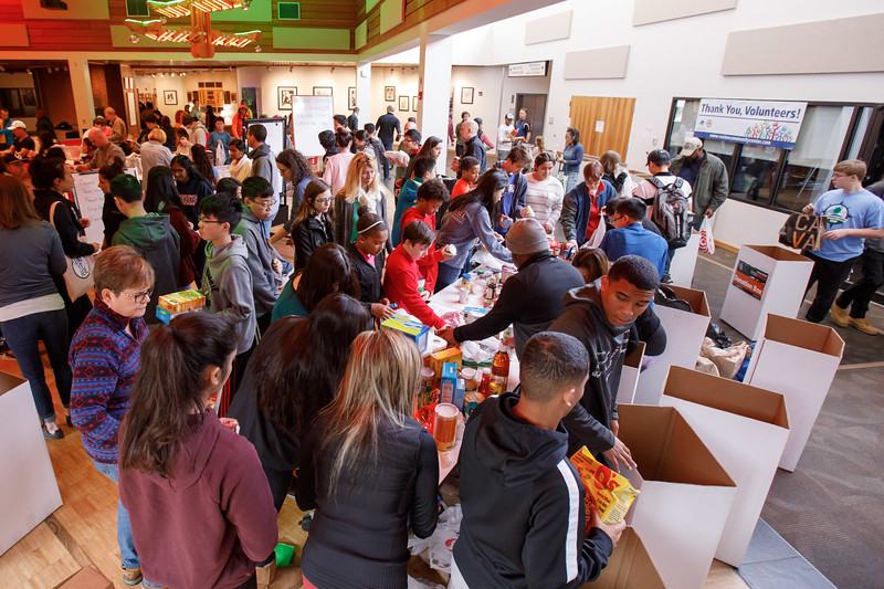 20181122 013 Thanksgiving food drive.JPG