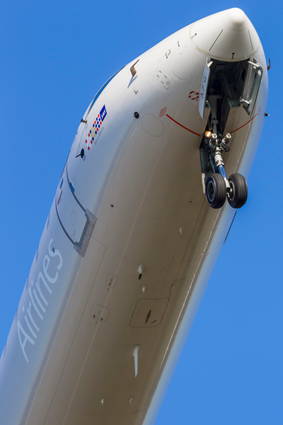 OY-KFG-BombardierCRJ-900-SAS-CPH-EKCH-2011-10-16-_O7F7627-DanishAviationPhoto.jpg