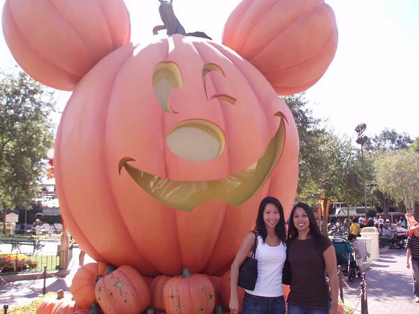 Disneyland with Jes M 10.20.06
