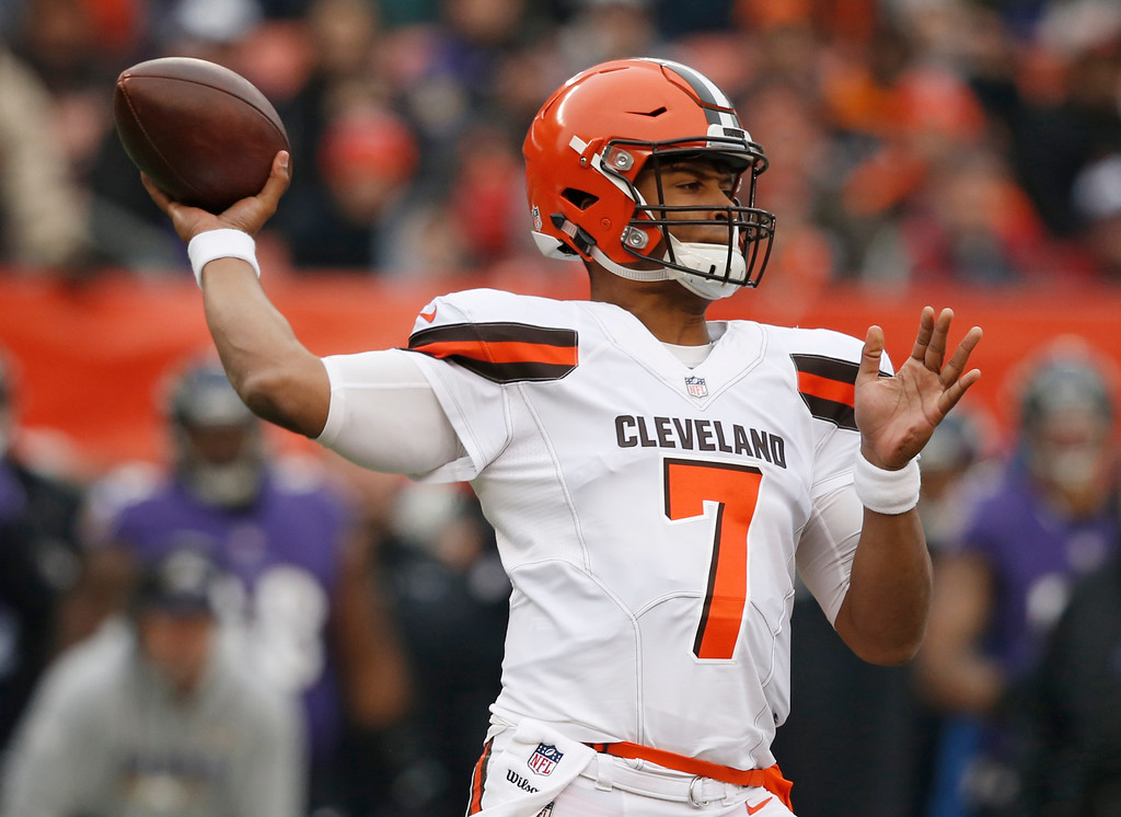 . Cleveland Browns quarterback DeShone Kizer throws during the first half of an NFL football game against the Baltimore Ravens, Sunday, Dec. 17, 2017, in Cleveland. (AP Photo/Ron Schwane)