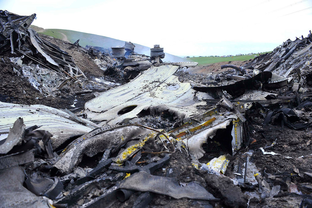 . The wreckage of the Boeing KC-135 Stratotanker plane is seen at the site of its crash near the Kyrgyz village of Chaldovar, May 3, 2013. REUTERS/Sabyr Alichiev/Pool (