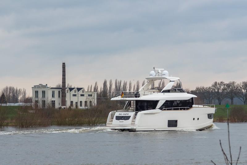 'Schelde' passeert de IJsselbrug