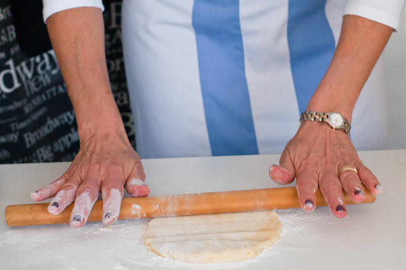 cooking-rolling-alfajore-dough_5749310694_o.jpg