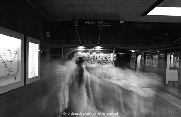 Lisbon Metro - the moving space