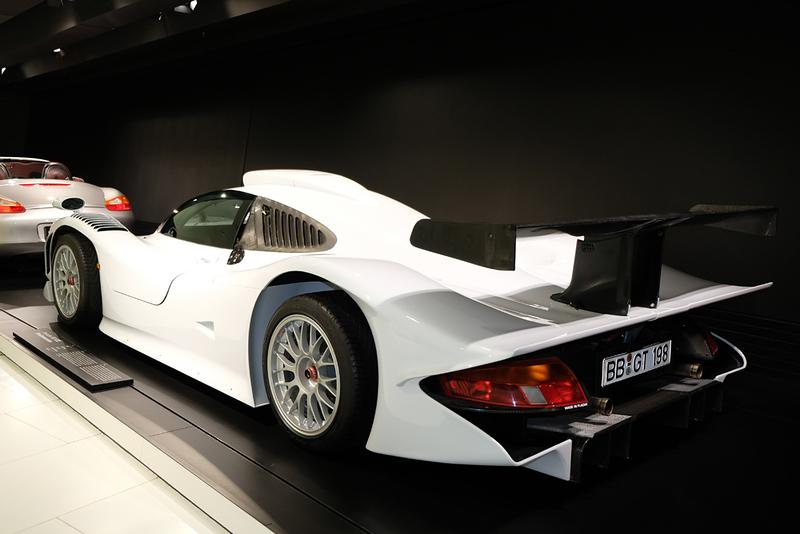Porsche Museum 911 GT1 02.jpg