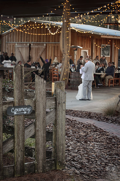 16-rustic-reception-ceremony-lights-first-dance-isola-farms-jarstudio.jpg