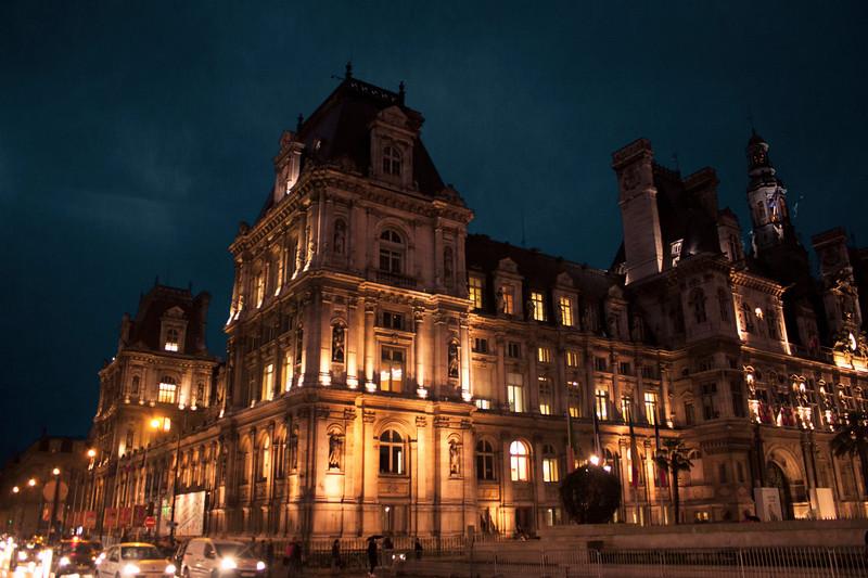 Paris-HotelDeVille-IMG_9030.jpg