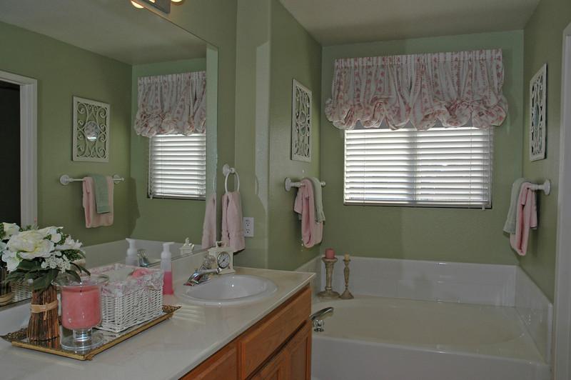 pinon masterbath tub.jpg