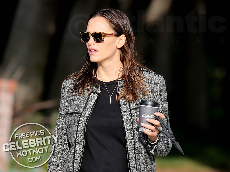 EXCLUSIVE: Jennifer Garner Steps Out With Wet Hair, Coffee and Scissors!
