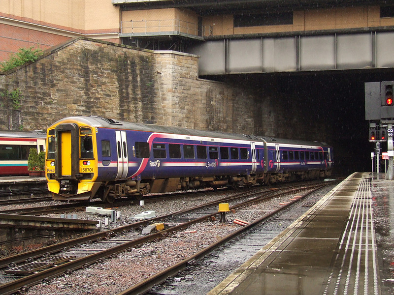 158701 departing Glasgow Queen Street