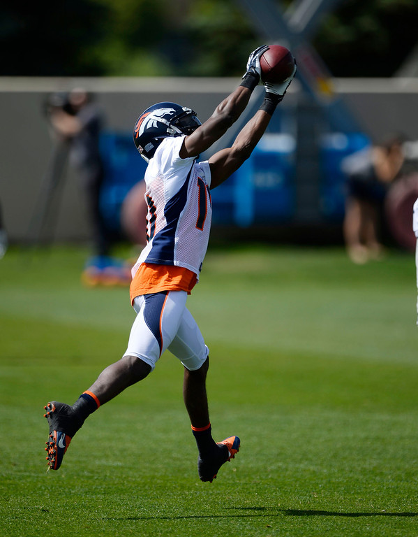 . Denver Broncos WR Emmanuel Sanders (10) catches a pass during drills during OTAs June 16, 2014 at Dove Valley. (Photo by John Leyba/The Denver Post)
