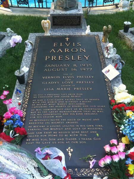 035 Graceland Elvis memorial