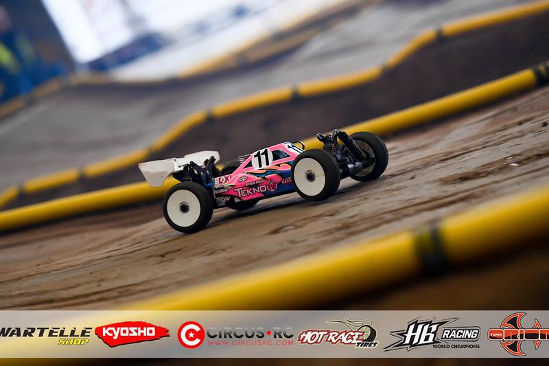 neo race track pits52.jpg