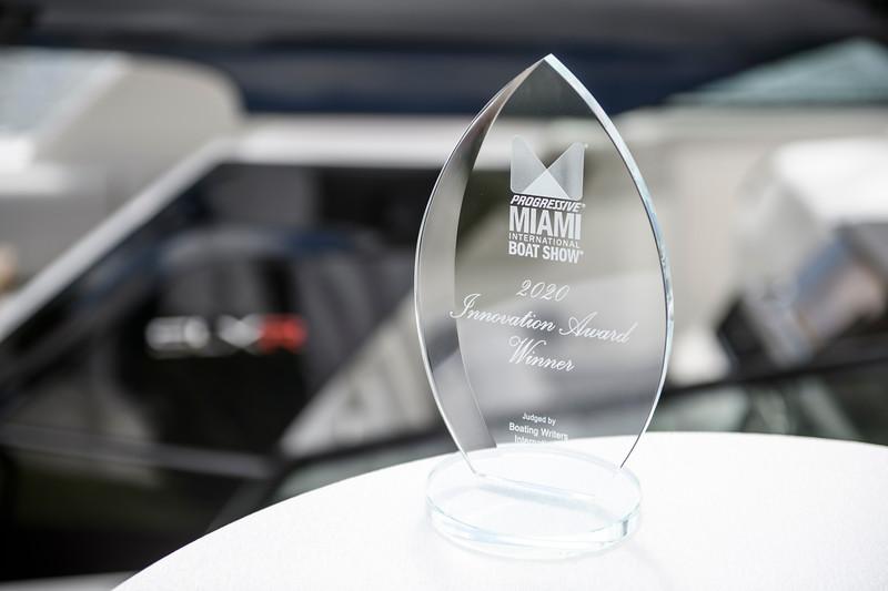 2021-SLX-R-400-Outboard-Innovation-Award-1.jpg