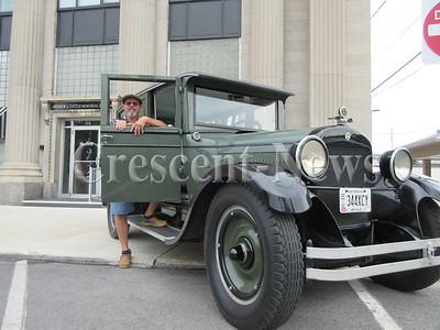 08-31-15 NEWS Horseless carriage