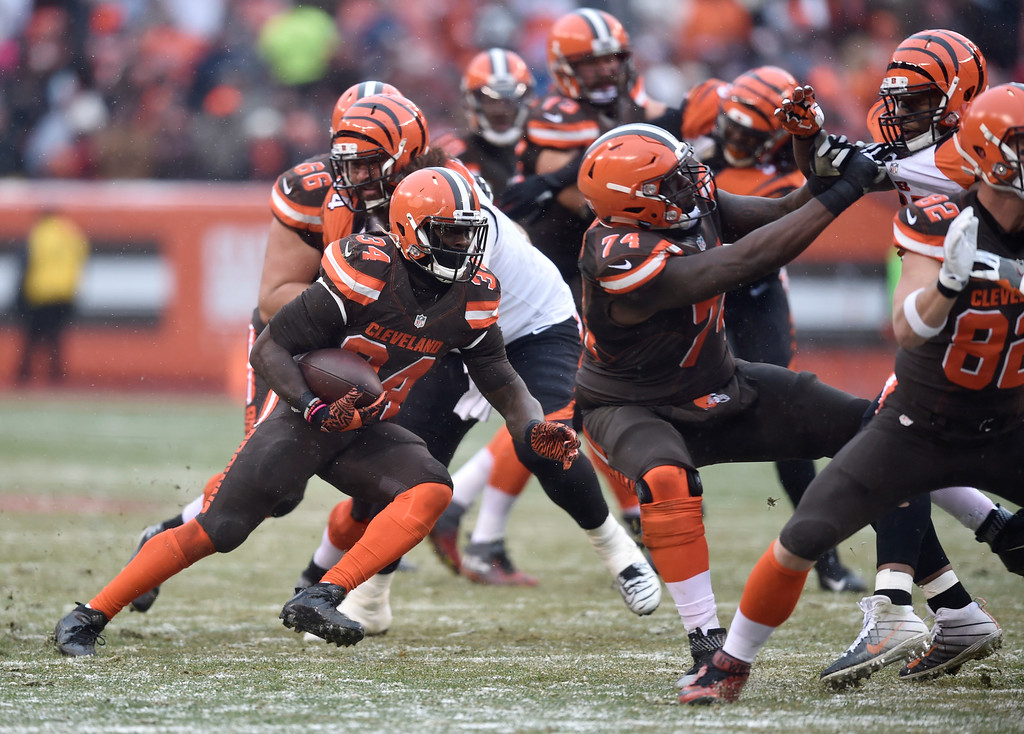 . Cleveland Browns running back Isaiah Crowell (34) runs the ball in the second half of an NFL football game against the Cincinnati Bengals, Sunday, Dec. 11, 2016, in Cleveland. (AP Photo/David Richard)