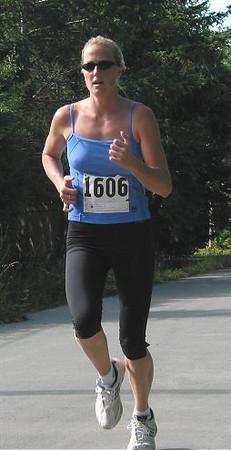2002 Sidney Days 5K - Laura Reback was 2nd in the women's race