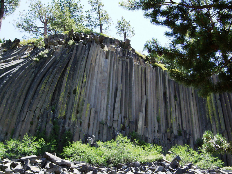 Impressive Devil's Postpile National Monument... The Postpile's columns average 2 feet (0.61 m) in diameter, the largest being 3.5 feet (1.1 m), and many are up to 60 feet (18 m) long