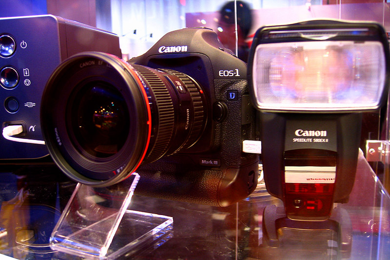 We attended the PMA trade show and got a glimpse of the new Canon EOS-1D Mark III.