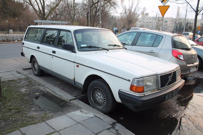Volvo245.jpg