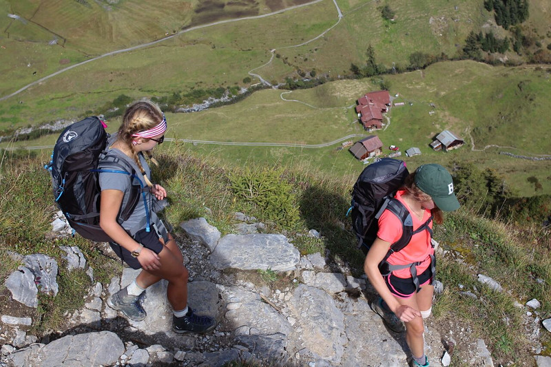 Grace and Morgan on the downhill to Mürren