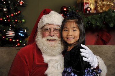 Santa Photos Fri 930am to 12pm