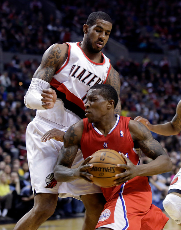 . Los Angeles Clippers guard Eric Bledsoe, right, drives past Portland Trail Blazers forward LaMarcus Aldridge during the first quarter of an NBA basketball game in Portland, Ore., Saturday, Jan. 26, 2013. (AP Photo/Don Ryan)