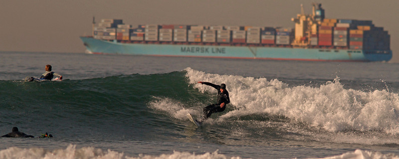 Oceanbeachsurferswithcontainer1600.jpg