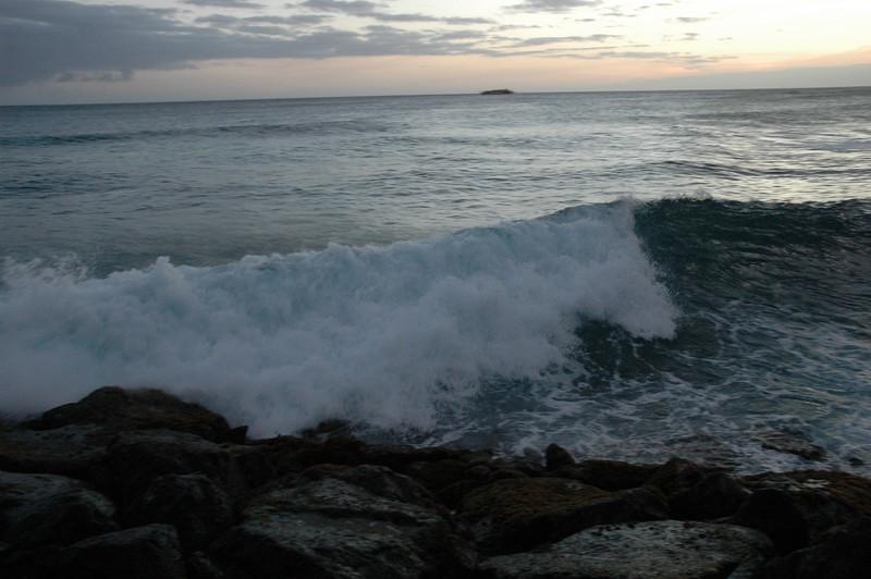 Hawaii - Ala Moana Beach Sunset-188.JPG