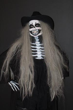 Skeletons & Skulls